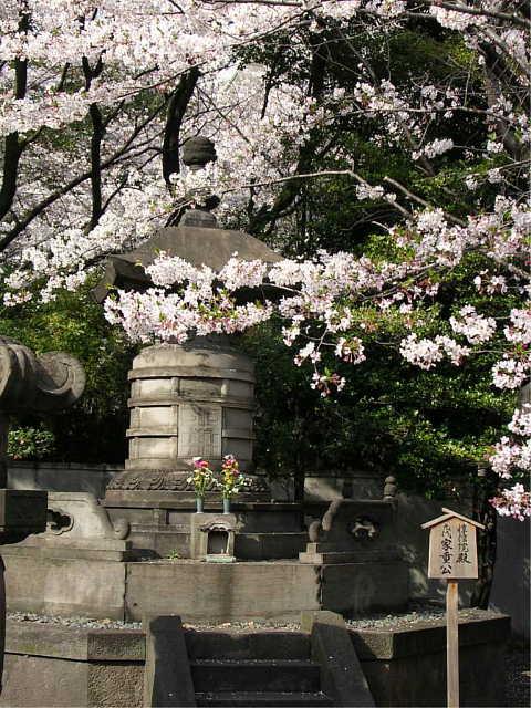増上寺 家重公 墓 写真  「二代 徳川秀忠公 墓」「九代 徳川家重公 墓」 Hidetada